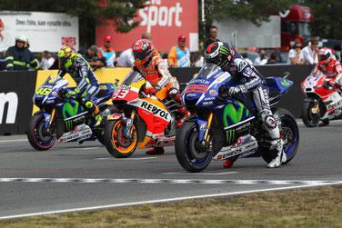 Gespannte Erwartungen am Start: Valentino Rossi, Marc Marquez und Jorge Lorenzo vor dem Start der MotoGP in Brünn