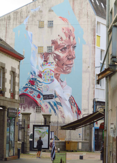 Tolle Wandmalereien in Saint Brieuc.