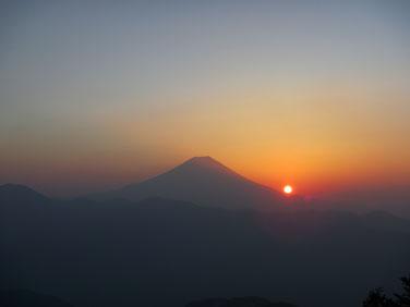 敬愼院より富士山御来光