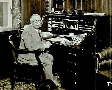 Max Pfau in seinem Privatkontor 1938   Quelle: Fundus Michael Pfau