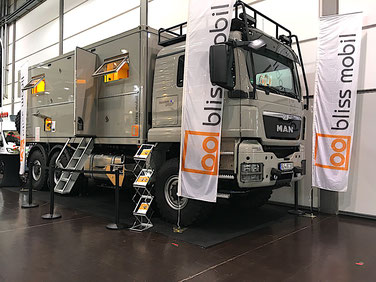 Messe Organisation trade show organisation messe berater trade show consulting consultant consultancy expedition vehicle specialist client relationship manager messe transport betreuung moderator moderation referent messen experte spezialist expo eyecatch