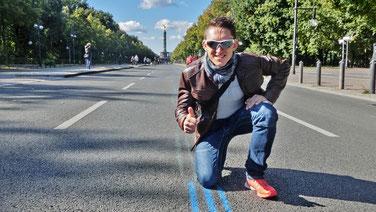 Follow the blue line - Steffen auf der Startgerade vor der Siegessäule