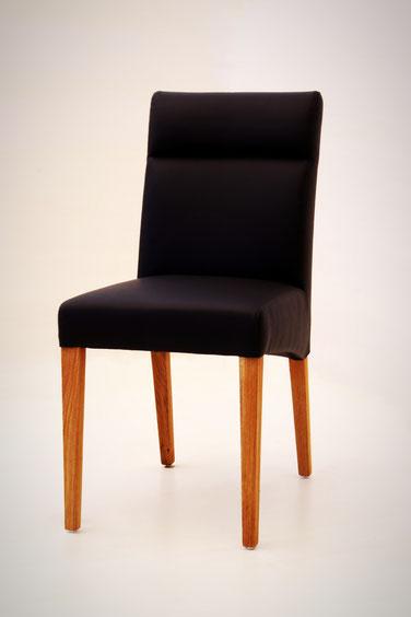 Eleganter Esszimmerstuhl aus Eiche und bestem Kunstleder schwarz