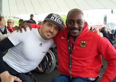 Ich und Alhassane Balde, einer der besten deutschen Rennrollstuhlfahrer