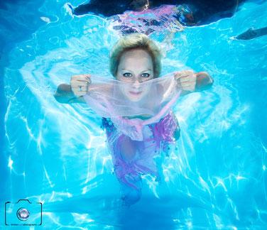 Bild: Unterwasserbild von Model bei einem Unterwasser Fotoshooting