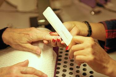 Nägel feilen, hier mit Ihrem persönlichem Personal Nail Care Set