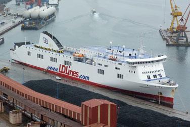 Norman Asturias amarré dans le port de Gijon.