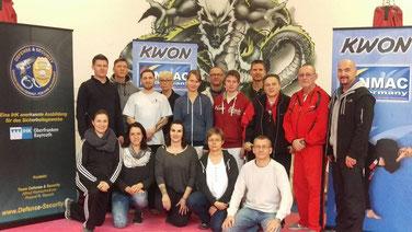 Bayreuth 05.12.2015 - Das erste EVA Team mit den Ausbildern Roland Rausch und Freddy Kleinschwärzer