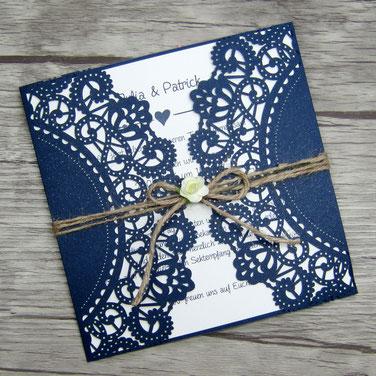 Hochzeitskarte Lasercut #B0134 in Sonderfarbe Glittering Navy
