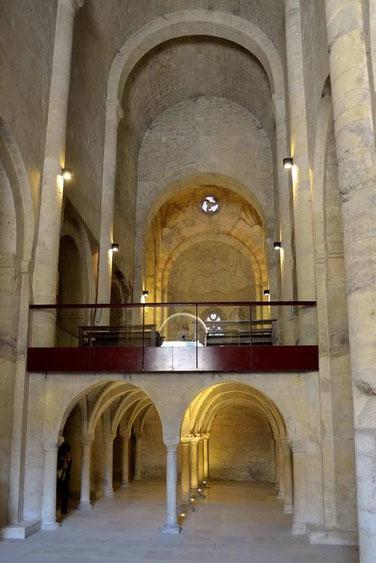 L'abbatiale de Cruas à sue traverser les siècles, pour nous faire admirer sa superbe architecture.