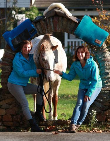Katharina Kudras und Maria Roob mit Curly Stute Fancy.