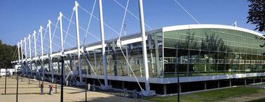 Foto mit Außenansicht der Leichtathletik-Trainingshalle in HH-Winterhude