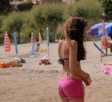 Mädchen am Strand Geschenkideen für Mädchen zur Konfirmation