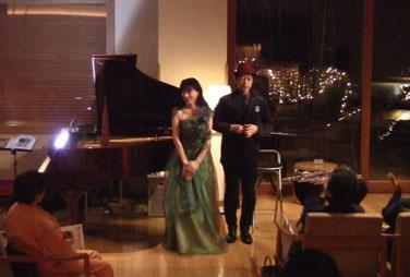 Miyukiさんのドレスはグリーン、Takanoの帽子は赤でした