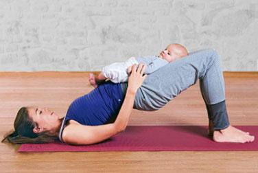 Nach der Geburt des Babys können die Mütter in der Praxis in Oranienburg einen Kurs für Rückbildungsgymnastik besuchen. Dabei werden Beckenboden, Wirbelsäule, Bauch, Po und Gewebe trainiert.