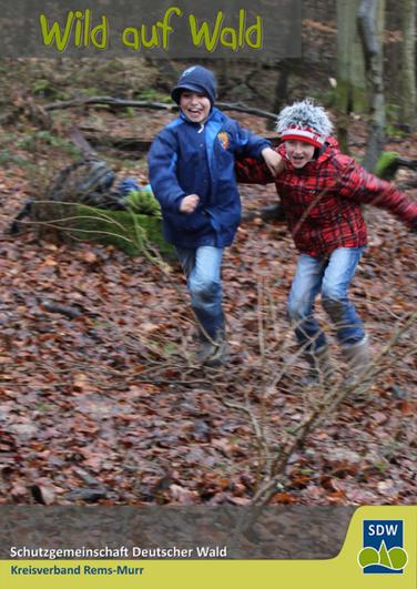 Waldpädagogik im Kindergarten: Kinder pflanzen einen Baum
