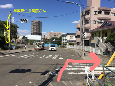 二つ目の交差点を仙台二高のグラウンドに沿って右へ曲がる