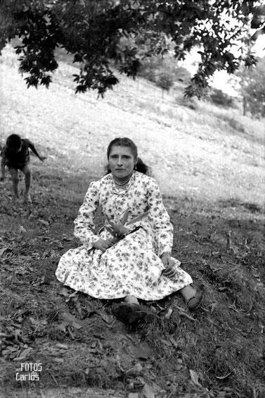 1958-1962-Mujer-sentada-Carlos-Diaz-Gallego-asfotosdocarlos.com