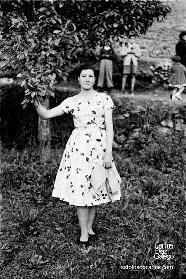1958-muchacha-arbol-Carlos-Diaz-Gallego-asfotosdocarlos.com