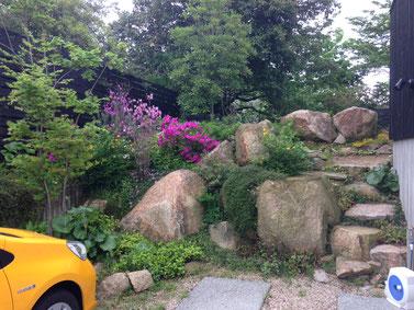 ・土留めや階段をつくる費用、石を処分する費用の削減にもつながりました。