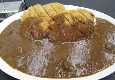 メガ盛りカレー!ボリュームに驚くがおいしくて食べやすいので完食できるそう(画像提供:新十津川町)
