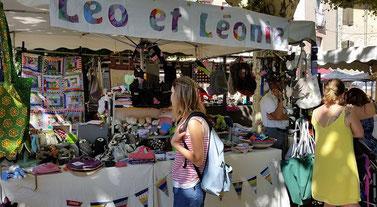 Léo et Léonie sur un marché de Créateurs
