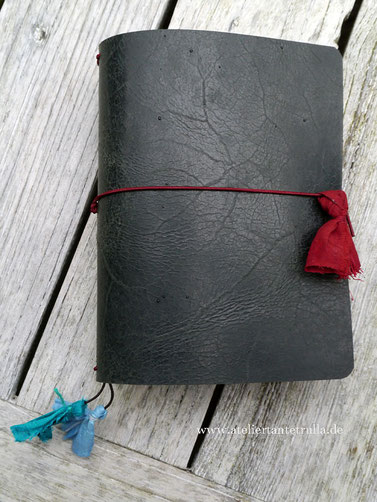 Traveler's Notebook aus schwarzem Leder mit antikem Touch
