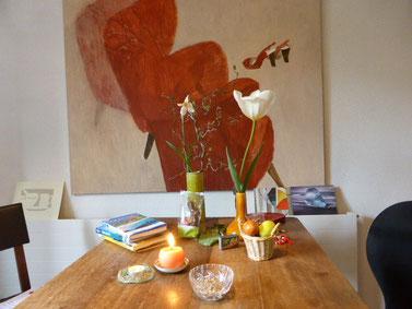 """Eva Hradil """"Stöckelschuhsessel"""" aus """"Movements"""" 2009, Eitempera auf Halbkreidegrund auf Leinwand, 110 x 130 cm"""