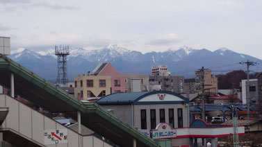 茅野駅から八ヶ岳が見える