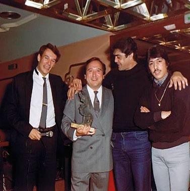 Tony Isbert ,Fernando Esteso, Emilio y Jero durante una entrega de premios Sala Boheme  1986