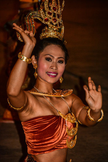 Tänzerin im Siam Niramit Themenpark - Bangkok Thailand/Dancer in Siam Niramit theme park