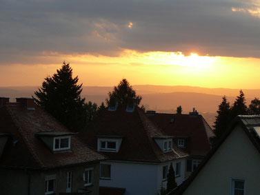 Blick auf den Sonnenaufgang vom Balkon der Ferienwohnung