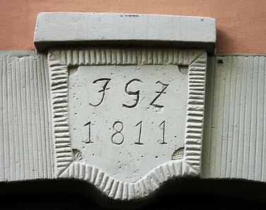 Der Schlussstein über dem Eingang, Foto: M. Reitz