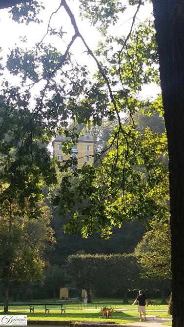 Salzburg, Schlosspark Hellbrunn mit Blick zum Monatsschlössl.