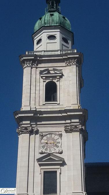 Die Fassade des Salzburger Doms ist mit weißem Marmor verkleidet