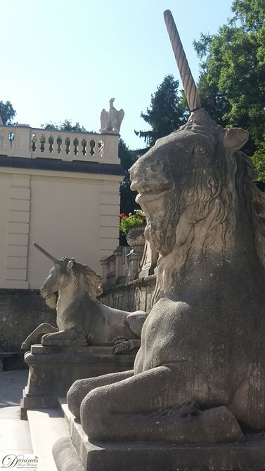 Salzburg, historische Steinfiguren im Schloss Mirabell