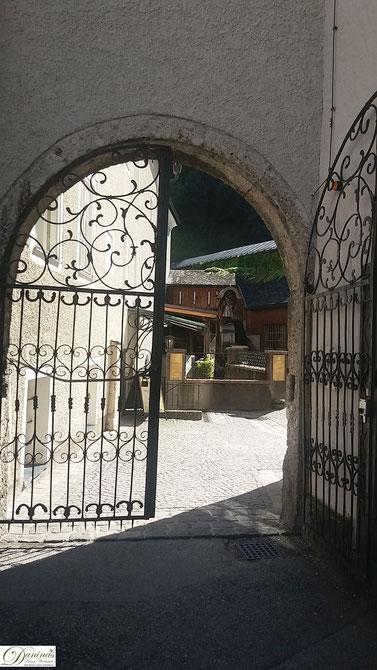Salzburg - Eingang zum Friedhof St. Peter und Mühle der Stiftsbäckerei