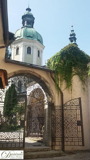 Salzburg, Eingang zum Friedhof St. Peter vom Kapitelplatz
