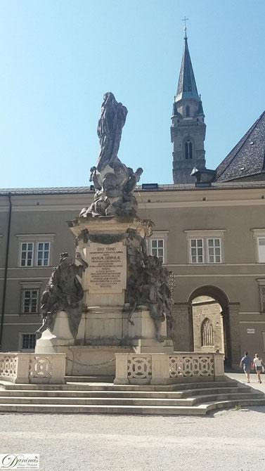 Salzburger Domplatz, Mariensäule