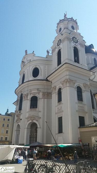 Kollegienkirche Salzburg, Blick vom Universitätsplatz