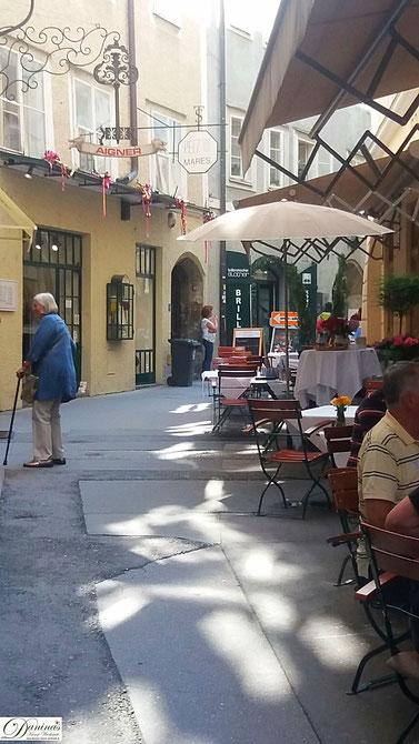 Salzburg, die bezaubernde kleine Goldgasse führt von der Getreidegasse zum Residenzplatz
