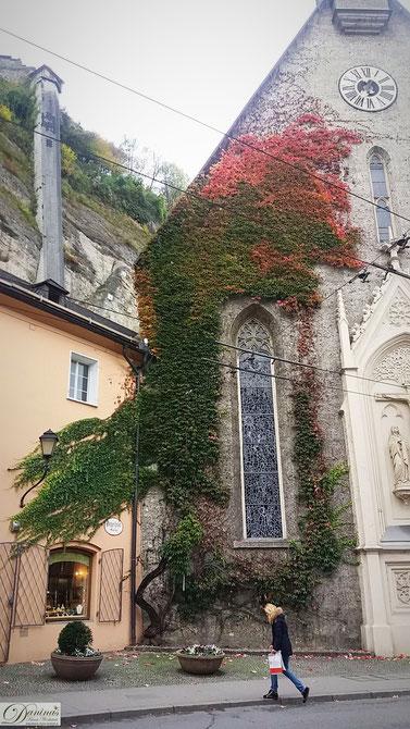 Salzburg, die Blasius Kirche grenzt direkt an das Bürgerspital