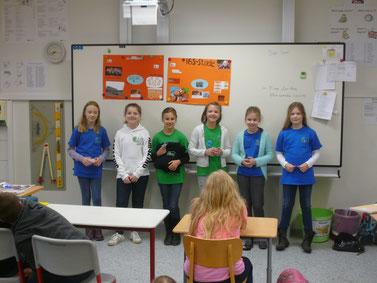 Vicky, Neela, Lara, Hannah, Geeske und Lena (von links) haben eine tolle Werbung für ihre Schule vorgenommen.