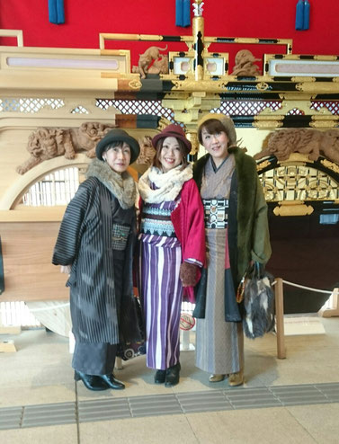 高山駅は大きなスーツケースを持った外国人で溢れていて写真を撮ってもらう人すら、なかなか 見つからないほどでビックリ!