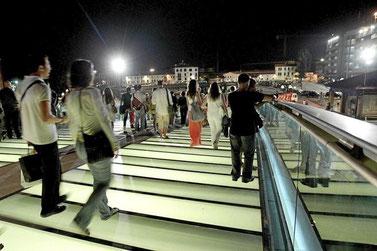 Puente de la Constitución de noche