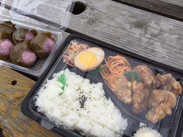 今日もガッツリから揚げ弁当~ 桜餅も頂きました❤ 美味しかったよ~♪