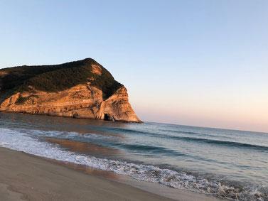夕方誰も居ないビーチを貸切散歩♪