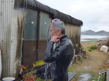 今日は水温が低かったと言いながら、上がって水浴びるBOSS!!(笑)
