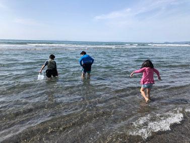 2月なのにちびっ子海入っちゃいました!パンツまでびしょ濡れ(笑)
