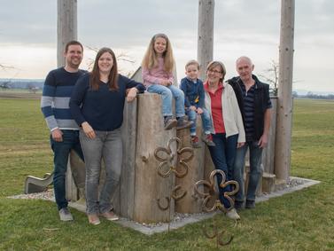 Wir halten fest zusammen! v.l. Martin, Nathalie, Lisa, Ben, Renate und Alfons Deuringer